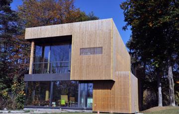 Case pe structura de lemn SIBELIUS am conceput acest tip de casa pentru a imbunatati viata si a proteja viitorul copiilor vostri.