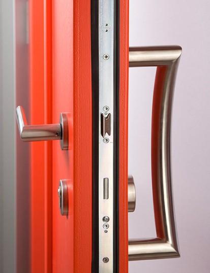 Usa de exterior - detaliu muchie Usi de exterior din lemn-aluminiu