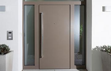 Usi de exterior din lemn-aluminiu Toate usile Unilux, fie ca sunt facute doar din lemn stratificat sau lemn placat cu aluminiu, au un standard de calitate exemplar, satisfacand astfel cele mai sofisticate cerinte.