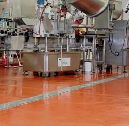Pardoseli UCRETE pentru industria alimentara certificate HACCP Pardoselile industriale UCRETE® sunt rentabile deoarece rezista un timp indelungat, se instaleaza rapid si indeplinesc toate nevoile industriei de procesare moderne.
