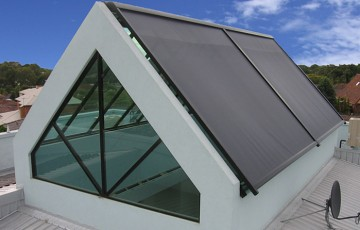 Rulouri screen-uri si rulouri PVC transparente Euro Dan produce rulouri exterioare cu lamele din aluminiu sau PVC cat si screen-uri textile pentru obturarea partiala a luminii dar cu protectie UV si protectie termica.