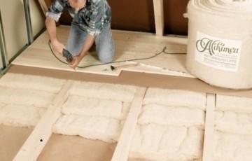Termoizolatie naturala din lana de oaie Termoizolatie din lana de oaie ALCHIMEA este ideala pentru izolarea caselor pe structura de lemn sau caramida, podurilor, a acoperisului, izolatia sub parchet etc.