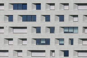 Benzi si spume de etansare pentru ferestre Sigilantii, membranele si benzile expandabile oferite de Sika, etanseaza tocul ferestrelor si protejeaza izolatia, economisind astfel energia folosita pentru incalzirea sau racirea cladirii.