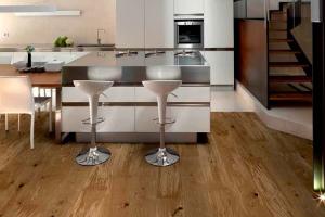 Parchet lemn masiv ESCO produce o gama variata de parchet masiv. Stejarul este unica esenta a colectiilor ESCO, iar finisajele sunt doar pe baza de ulei si ceara.