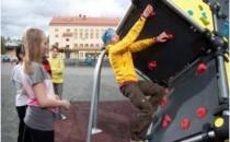 Echipamente de catarare, parkour si fitness pentru parcuri Gama de echipamente Lappset a fost conceputa pentru mentinerea si imbunatatirea capacitatilor fizice ale utilizatorilor intr-un mod treptat si controlat.