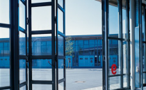 Usi pliante si culisante  GUNTHER-TORE va ofera o gama variata de porti pliante cu panouri din rame de aluminiu extrudat, vitrate si porti culisante cu una sau doua canate.