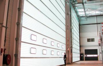 Usi sectionale compacte, cu panouri din fibra de sticla BUTZBACH va ofera usi cu panouri din fibra de sticla si cu impachetare la buiandrug.Materialul, sistemul de deschidere, executia de o calitate exceptionala, sunt elementele pe care le gasiti numai la usa industriala Butzbach HT.