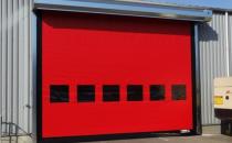 Usi rapide din PVC cu deschidere pe verticala DYNACO va ofera o gama variata de usi rapide din PVC cu deschidere pe verticala. Protejeaza spatiile impotriva vantului, intemperiilor si temperaturilor extreme.