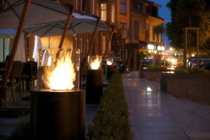 Seminee pe bioetanol pentru exterior si interior / Totem Commerce, Hilton Hotel, Gdansk, Poland 4