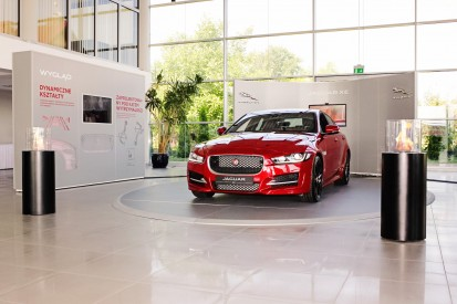 Seminee pe bioetanol pentru exterior si interior / Totem Commerce, Jaguar XE premiere, Poland_2