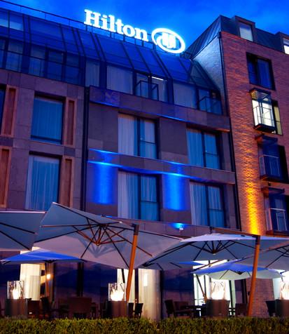 Seminee pe bioetanol pentru exterior si interior / Totem Commerce, Hilton Hotel, Gdansk, Poland