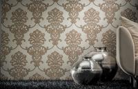Tapet textil colectia Royal Palace Tapetul textil KOLIZZ-ART aduce un aer elegant si imperial in orice incapere. Este confectionat din vascoza, in nuante de crem, bej, maro si gri.