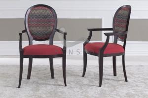 Scaune clasice Formele curbe, senine, dar surprinzatoare ale lemnului, stralucirea lacului sau finetea matasii recomanda scaunele Sensio pentru restaurante si hoteluri care mizeaza pe un design interior clasic.
