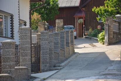 Gard spalat (agregate expuse) Spalat Gard din beton (agregate expuse)