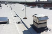 Hidroizolatii lichide pentru acoperis terasa si balcoane O izolatie cu membrana lichida de material plastic trebuie sa fie de buna calitate. Mai important decat asta este interactiunea dintre izolatia lichida si intreg sistemul.