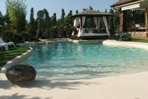 Piscine rezidentiale Piscinas de Arena® S.à. este o companie multinationala ce construieste modele de piscine  inovatoare, cu un finisaj special de nisip, o zona functionala si decorativa