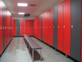 Placi HPL pentru compartimentari cabine sanitare, vestiare Placile Fundermax Compact sunt placi stratificate la presiuni inalte  (HPL) cu decor si protectie melaminata pe ambele fete, suple si foarte  rezistente.