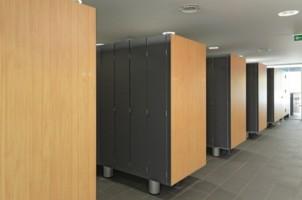 Placi HPL pentru placarea peretilor de interior, mobilier, parapeti Placile Fundermax Compact sunt placi stratificate la presiuni inalte (HPL) cu decor si protectie melaminata pe ambele fete, suple si foarte  rezistente.