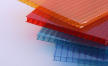 Placi celulare, cutate si ondulate din policarbonat MAKROPLAST ofera o gama variata de placi din policarbonat: placi celulare, placi compacte si placi profilate.