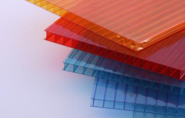 Placi din policarbonat celular, compact, modular si cutat MAKROPLAST ofera o gama variata de placi din policarbonat: placi celulare, placi compacte si placi profilate.