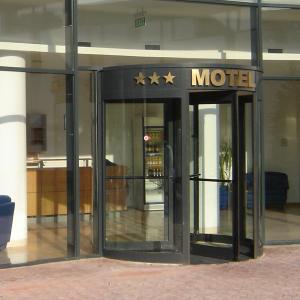 Usa automata la intrarea in motel VALOR TEN SPRINT REX CIVIK WEL BLASI Usi pentru sectorul