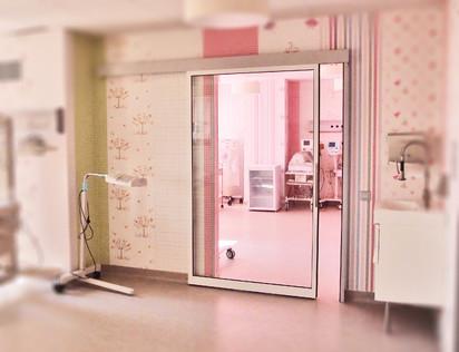 Exemplu de utilizare a usilor automate in spital Usi pentru sectorul medical Usi medicale automate