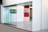 Pereti mobili glisanti din panouri de PAL melaminat, sticla si aluminiu