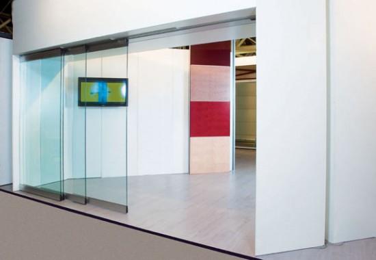 Pereti mobili glisanti din panouri de PAL melaminat, sticla si aluminiu ESTFELLER