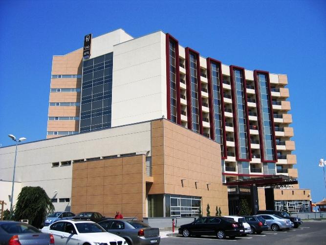 Placaje HPL pentru fatade - Hotel VEGA Mamaia TRESPA - Poza 1
