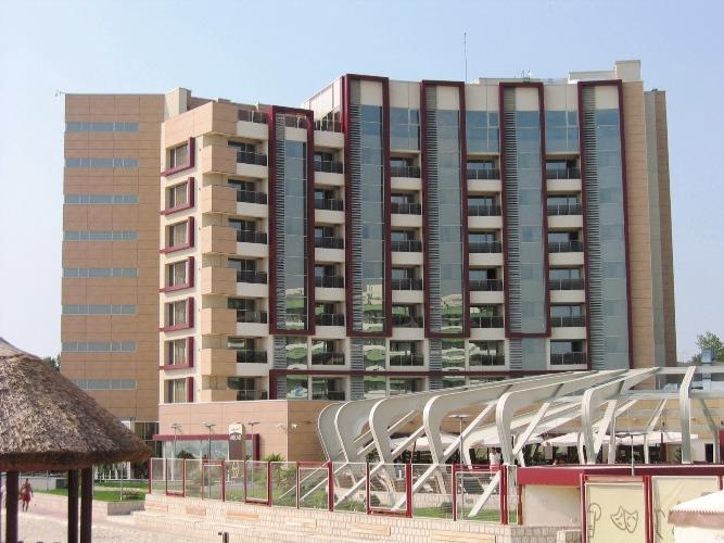 Placaje HPL pentru fatade - Hotel VEGA Mamaia TRESPA - Poza 7