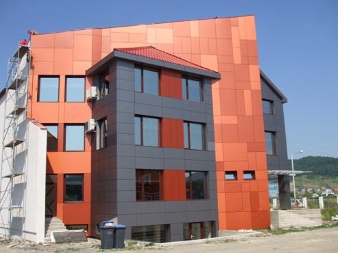 Lucrari, proiecte Placaje HPL pentru fatade - Sediu firma FILADELFIA Bistrita TRESPA - Poza 3