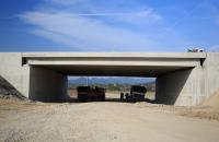 Prefabricate din beton pentru infrastructura rutiera MACON ofera o gama variata de elemente prefabricate din beton pentru infrastructura rutiera. Elementele sunt certificate pentru controlul productiei in fabrica.