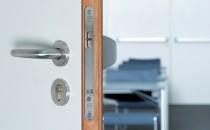 Broaste, cilindri, incuietori Broaste ingropate BKS - Indiferent din ce material este usa - lemn, aluminiu, PVC sau sticla, in programul extensiv BKS gasiti broasca ingropata potrivita pentru orice situatie