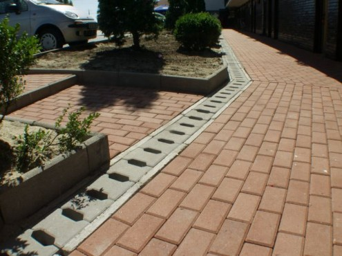 Prezentare produs Rigole din beton pentru zonele cu trafic pietonal redus ELIS PAVAJE - Poza 1