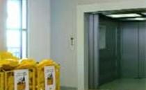 Ascensoare de marfa Ascensoarele PARAVIA sunt destinate transportului de materiale cu sau fara insotitor intr-o gama diversificata de tipodimensiuni. In configuratii personalizate atat estetice cat si tipodimensional sunt adaptate nevoilor specifice din supermarket-uri, spitale, birouri sau unitati industriale. Confera posibilitatea incarcarii cu ajutorul echipamentelor de transport si manipulat marfa.