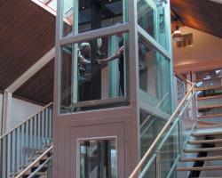 Ascensoare pe structura metalica autoportanta Aceste ascensoare reprezinta solutia integrata LIFT + PUT. Putul este o structura metalica autoportanta executata din profile usor de asamblat. Ascensoarele pot fi in varianta electrica sau hidraulica in functie de necesitati si pot fi instalate atat la exterior cat si in interiorul cladirii. Structura metalica de sustinere inlocuie cu success putul classic executat din beton armat sau zidarie fiind o solutie moderna, practica si compacta ce confera totodata spatii ale cladirii pentru alte destinatii.