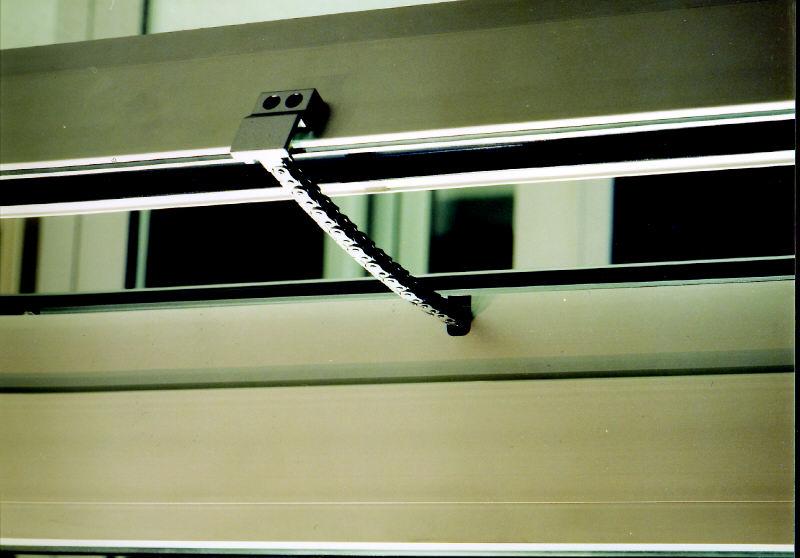 Sisteme de actionare electrica pentru deschiderea ferestrelor prin actionare directa GEZE - Poza 3