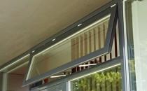 Solutii pentru asigurarea ventilarii zilnice Ventilarea este procesul prin care se asigura caliatatea aerului interior (limitarea concentratiei poluantilor si a dozelor admise de poluanti) prin admisia de aer proaspat de la exterior si eliminarea aerului poluat din interior.Sisteme de actionare manuala pentru deschiderea ferestrelor:  GEZE OL 320, OL 90 N, OL 95.Sisteme de actionare electrica pentru deschiderea ferestrelor prin actionare directa:  GEZE E 350 N, E 740, E740 dual, E 840, E 580 si EOLN.Sisteme de actionare electrica pentru deschidera si blocarea ferestrelor