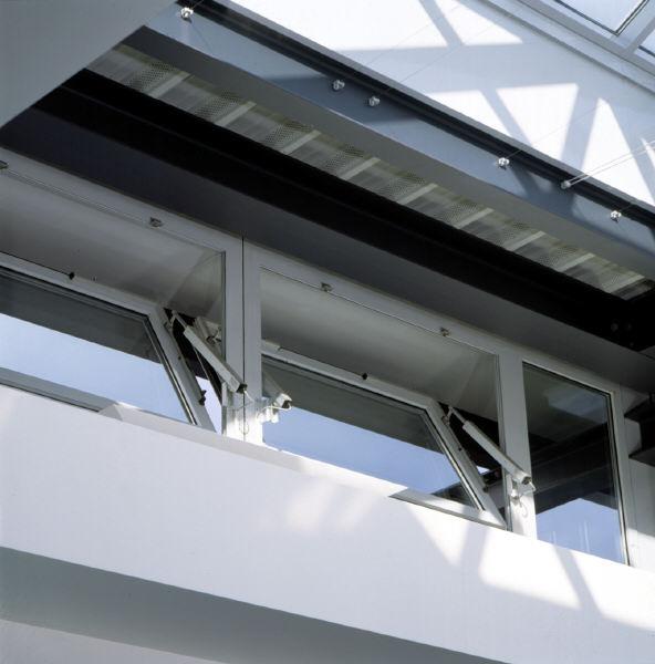 Sisteme de actionare electrice pentru deschiderea si inchiderea ferestrelor GEZE - Poza 2