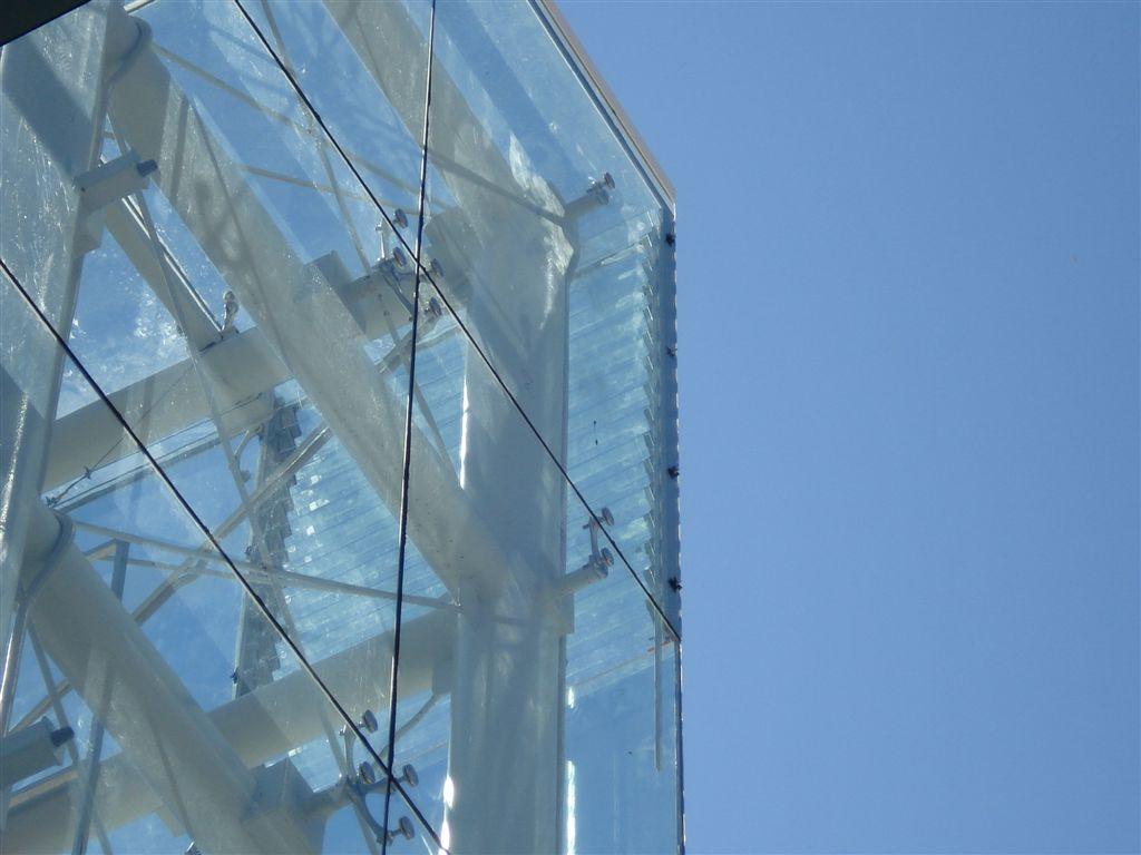 Sisteme complexe de fixare a sticlei - Proiectul Carrefour Arad SADEV DECOR - Poza 1