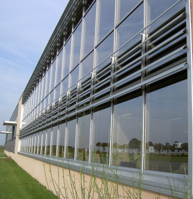Fatada cu sistem brissoleil EVERGLADE - lamele aluminiu EVERGLADE Sisteme de brissoleil-uri