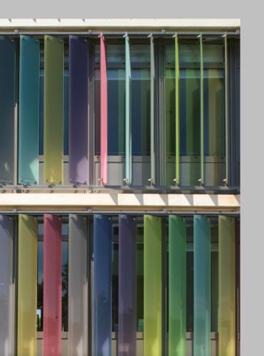 Sistem brissoleil Sahel - Lamele colorate dispuse vertical SAHEL Sisteme de brissoleil-uri