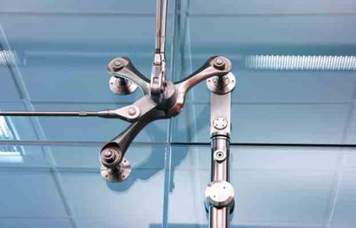 Exemple de utilizare Sistemele de fixare si rotire ale usilor pivotante SADEV DECOR - Poza 1