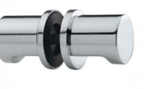 Feronerie pentru usi din sticla FSB pune un accent deosebit pe feroneria speciala pentru usile de sticla, fie ca este vorba de usi pentru spatii rezidenþiale, fie ca este vorba de spatii comerciale. Versatilitatea sistemelor FSB permite combinarea unor elemente speciale, cum ar fi balamalele si sistemele de inchidere, cu diverse tipuri de manere uzuale sau tip buton. Sunt disponibile atat pentru usi simple cat si pentru usi duble, cu deschidere batanta sau culisanta, cu prindere pe suport din sticla sau direct pe perete.