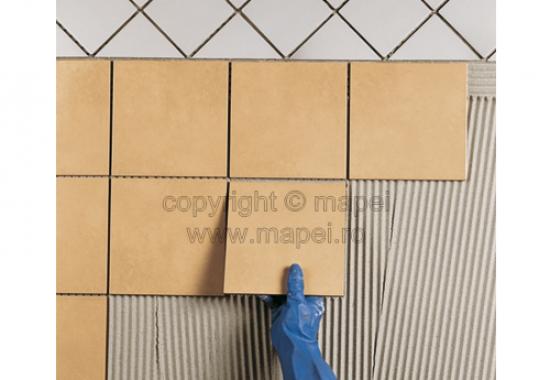 Adeziv pentru montajul placilor de gresie si faianta MAPEI