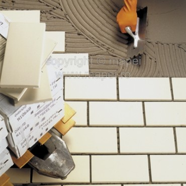 Prezentare produs Adeziv bicomponent pe baza de ciment MAPEI - Poza 1