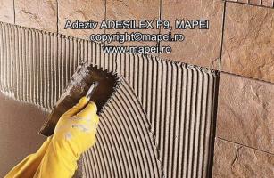 Adezivi pe baza de ciment C2 pentru gresie, faianta si piatra naturala  Adesilex P9 pe baza de ciment, imbunatatit cu caracteristici suplimentare de  aderenta, timp deschis extins si alunecare redusa (SR-EN 12004; C2TE), de culoare gri sau alb.