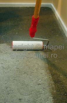 Aplicare amorsa acrilica clasica pentru sape autonivelante   MAPEI - Poza 4