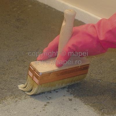 Aplicare amorsa acrilica clasica pentru sape autonivelante   MAPEI - Poza 3