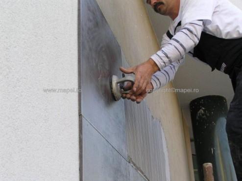 Executie, montaj Keralastic T_6 placare fatada cu placi portelanate MAPEI - Poza 6